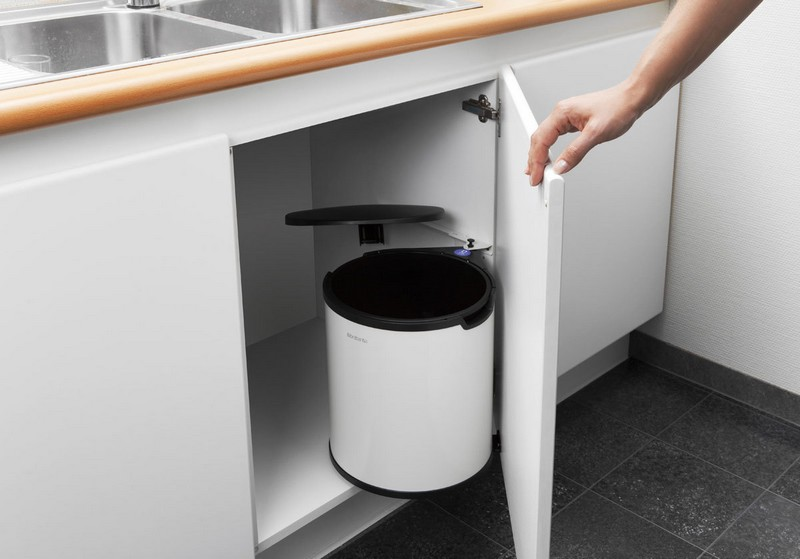 мусорное ведро для кухни на дверцу фото